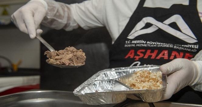 Mersin Büyükşehir Belediyesi, pandemide 1 milyon paket yemek dağıttı