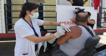 Mersin'de mobil konteynerlerde aşı dönemi başladı