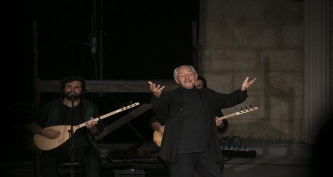 Tiyatro sanatçısı Genco Erkal Mersinlilerle buluştu