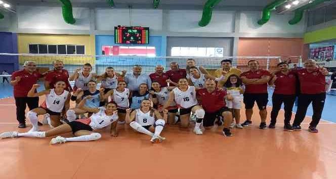Mersin GSK Kadın Voleybol takımı ilk haftayı galibiyetle kapattı