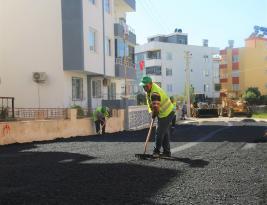 Toroslar'da asfalt çalışması sürüyor