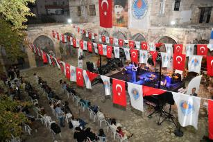 Mut'taki tarihi Taşhan'da klasik müzik konseri