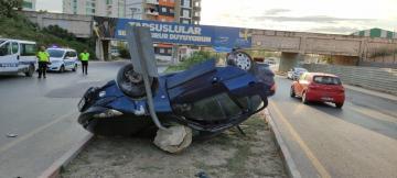 Ticari araç ile otomobil çarpıştı: 3 yaralı